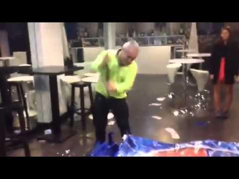 Proprietário de restaurante bar em Braga parte máquina da Pepsi à marretada