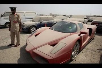 Carros abandonados no Dubai