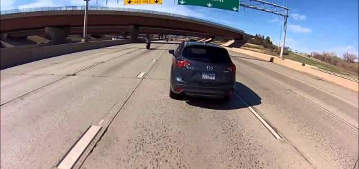 Motard atinge carro a 225 Km / hora