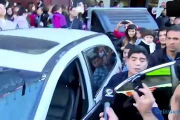 Maradona dá chapada a jornalista
