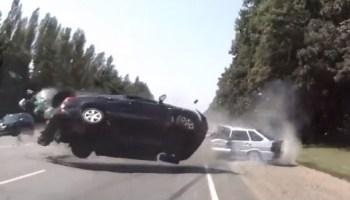 Compilação de acidentes de carro