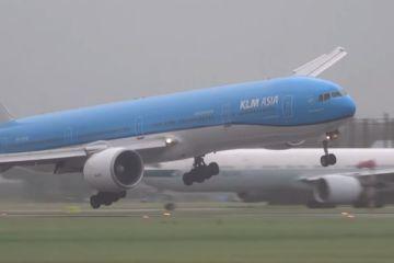 Aterragem difícil em aeroporto holandês