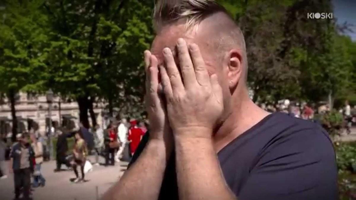 Homem com HIV convida estranhos a tocá-lo