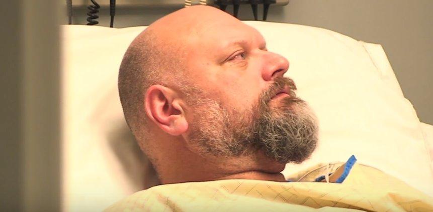 Amigos fazem homem acreditar que esteve em coma durante 10 anos