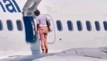 Passageira abre porta de emergência de avião e passeia pela asa
