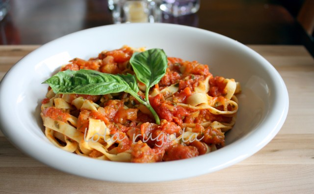 lola-rugula-pasta-sauce-made-with-fresh-tomatoes-reciipe
