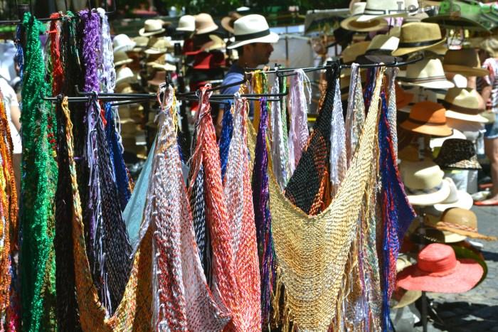 Chapéus e lenços - Feira de San Telmo - Buenos Aires