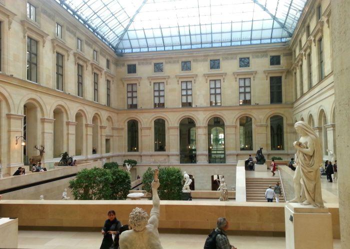 Pátio - Museu do Louvre de graça