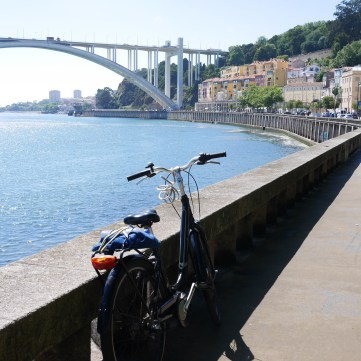 Cycling to Foz do Duoro (Porto)
