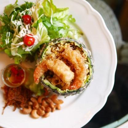 Pineapple fried rice (Chivit Thamma Da)