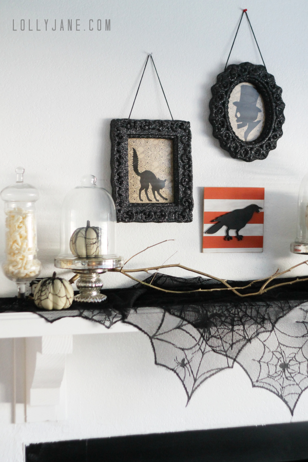 Vintage Inspired Halloween Mantel | LollyJane - Tips to create a vintage Halloween mantel. So cute! #vintage #Halloween