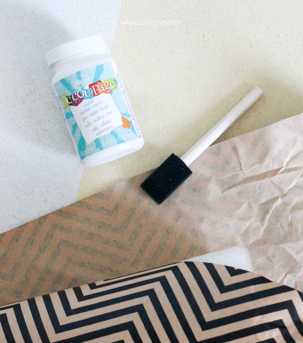 These DIY Paper Wrapped Holiday tTees are the cutest! |via lollyjane.com