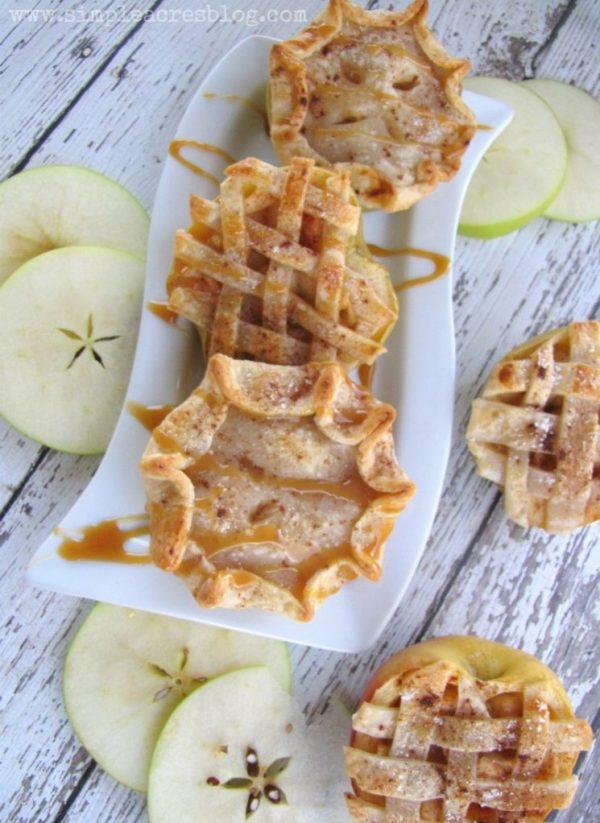 Mini Apple Pies recipe, so good! Perfect fall dessert recipe, yum!