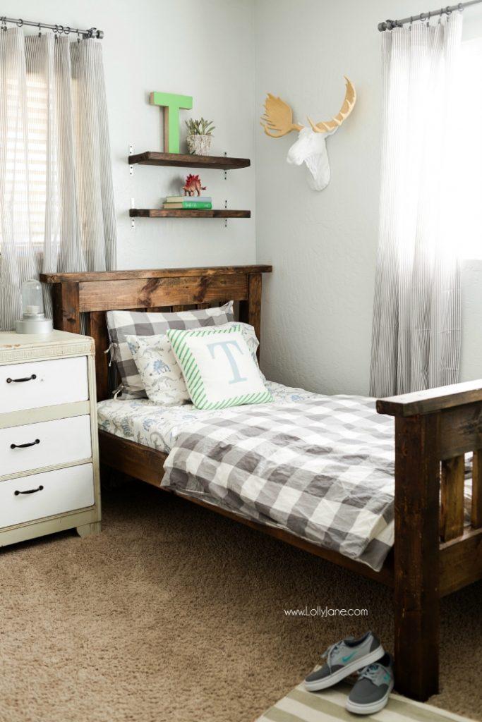 antique deluxe green boy bedroom design