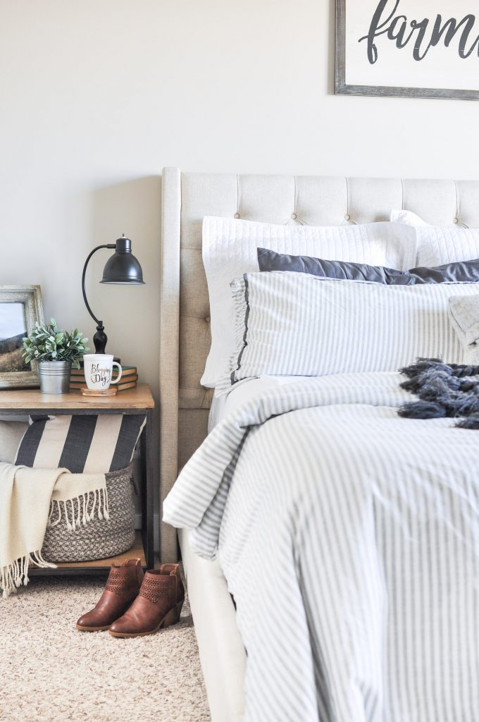 11 stunning farmhouse master bedrooms lolly jane on modern farmhouse master bedroom ideas id=97195