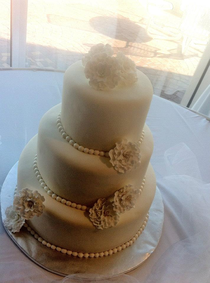 Soyong White On White Wedding Cake With Gumpaste Flowers