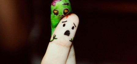 OMG My Fingers Being Eaten By A Zombie!