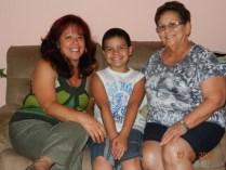 Bertha con Niurka González e hijo