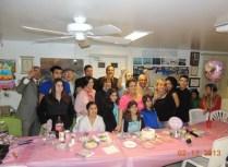 Foto de toda la familia y amistades en el cumple
