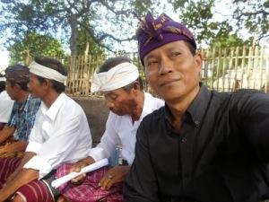 Kades Karang Bajo bersama tokoh adat ketika membahas saji krama