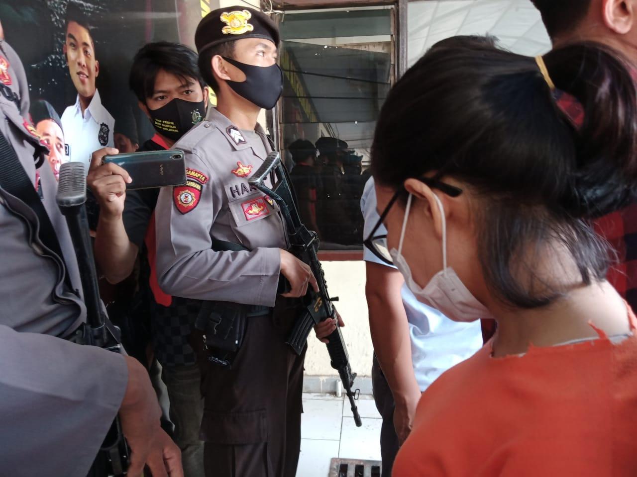 Pemilik Dapur Mak Caca Ditahan Polresta Mataram