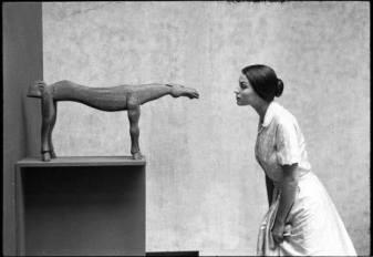 Eve Arnold, Silvana Mangano at the Museum of Modern Art, New York, 1956