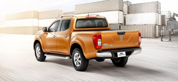 Nissan NP300 Frontier (2)