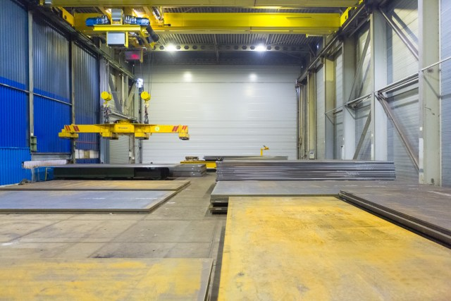 Flat steel work arrives at the Sif factory
