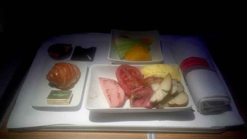 American Airlines Boeing 777-200 Business Class Breakfast