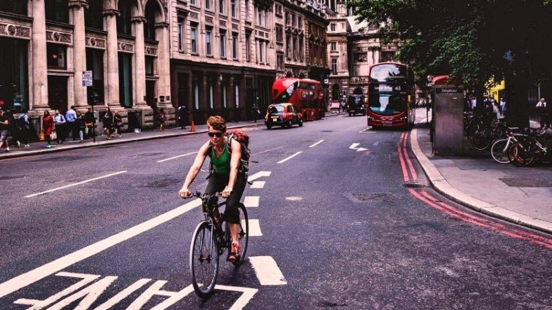 Traffic free cycle routes in London and London cycle superhighway