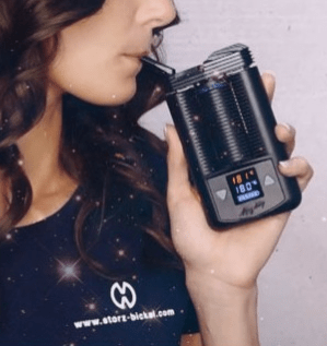 woman using the Mighty Vaporizer