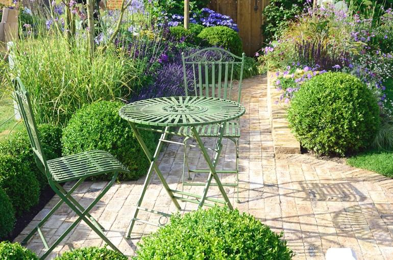 Cast iron green bistro set. Garden furniture.