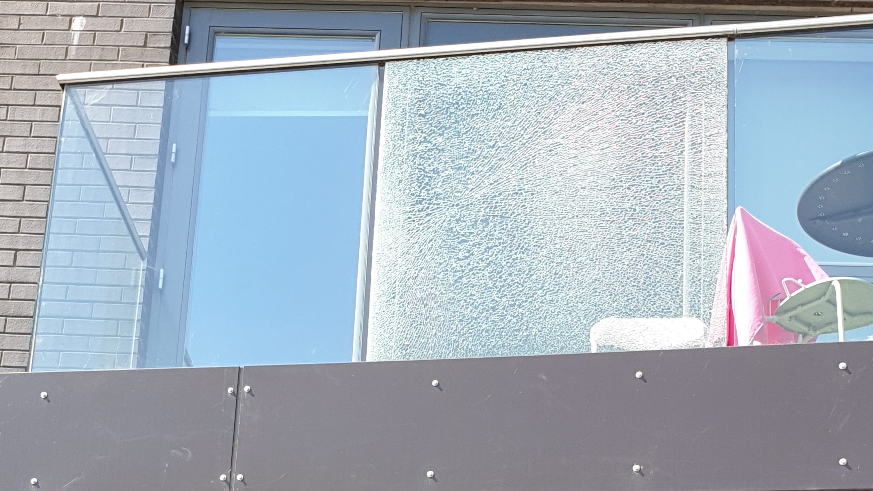 balustrade glazing replacement