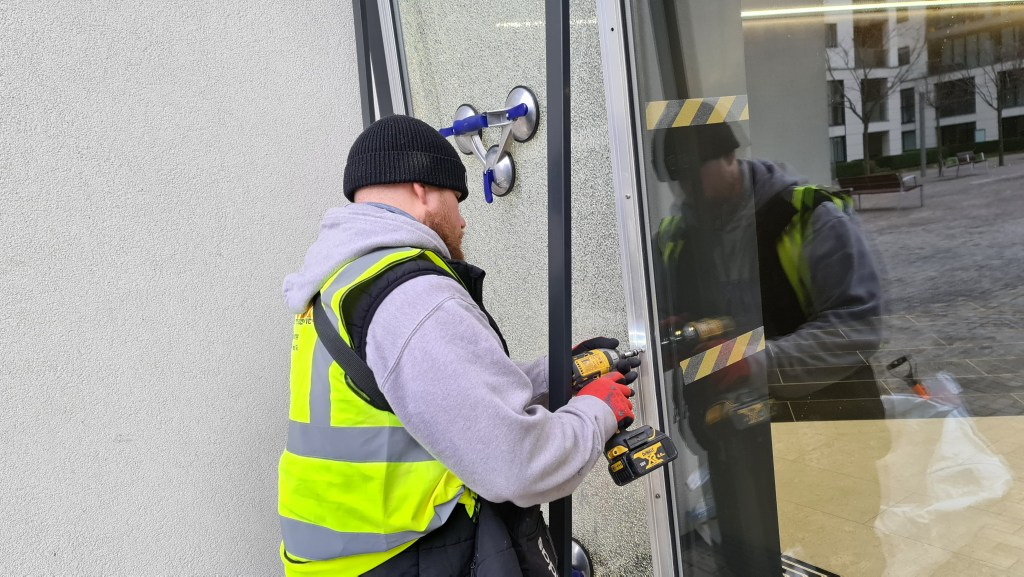 glazing repairs, glass replacement