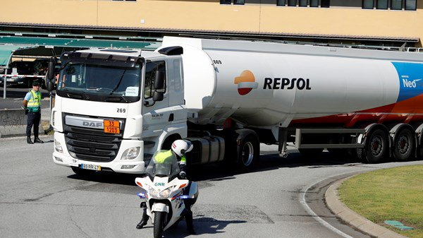 Portugal petroleum workers go on strike