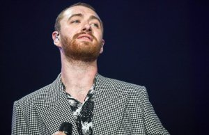 Sam Smith gives hopes to binary and non-binary community