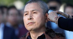 South Korean opposition leader shaves head in protest