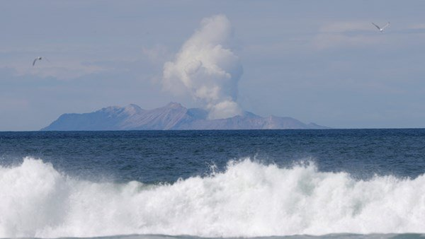 volcano eruption in white island