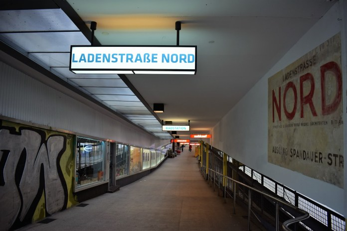 Ladenstrasse Metro in Berlin catches fire