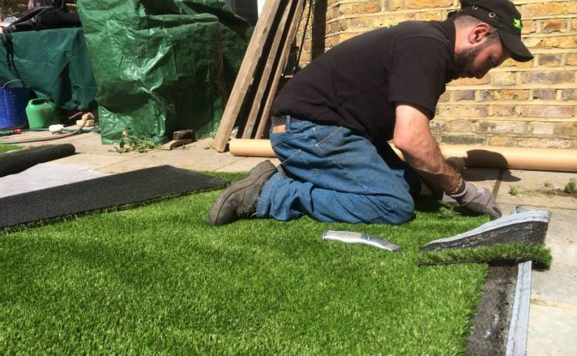 Temperature to lay artificial grass?