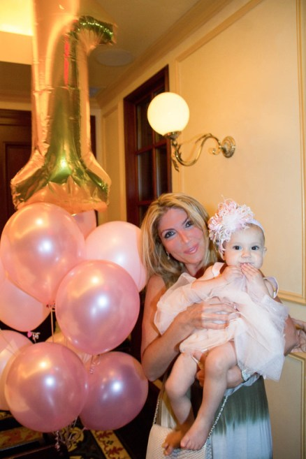 babys-first-birthday-party-checklist-37