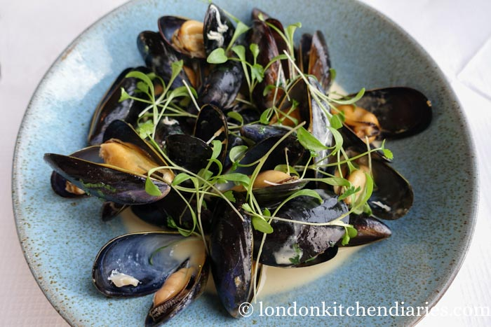 Steamed Mussels with Saffron Cream