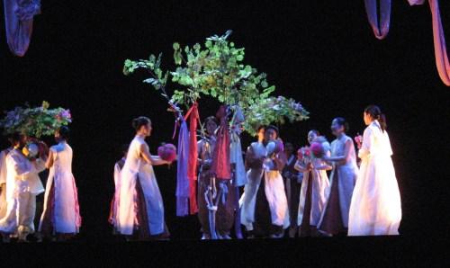 Danoje: springtime rites at the Bloomsbury, 13 June 2006
