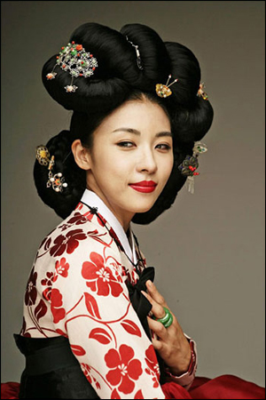 Ha Ji-won as Hwang Ji-ni