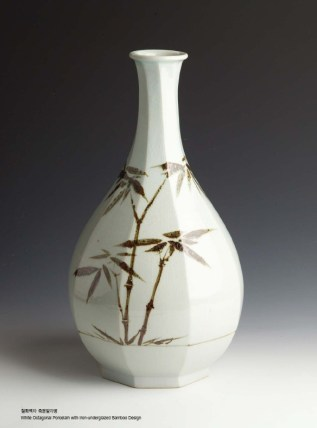 Lee Hak-cheon - Octagonal vase with bamboo design