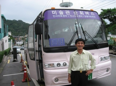 Kim Jeong-woong and his museum shuttle bus