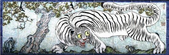 Big Tiger: Kim So Sun, Painting on White Porcelain, 77 x 231 cm