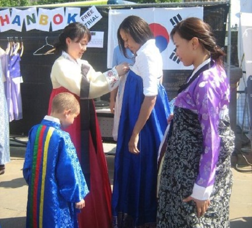 Trying on hanbok