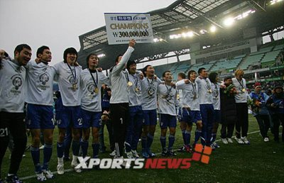 Suwon Bluewings celebrate