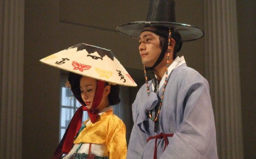 Hwangjini and companion in the Banqueting House fashion parade